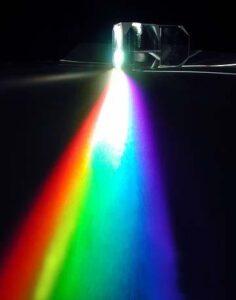 طیف نور در منشور